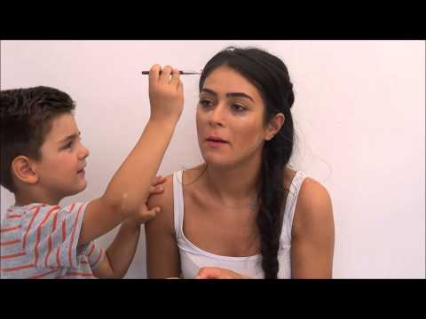 OGLUM MENIM  MAKIYAJMI EDIR ))))  MY SON DOES MY MAKE UP