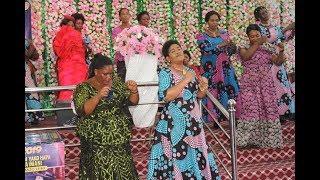 Kwaya ya wamama Mlima wa Moto yakonga mioyo ya watu Rev  Dr  Lucy Natasha ashindwa kujiuzuia