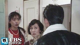 卒業まであと1カ月なのに、かおり(中山美穂)も紀子(仙道敦子)もまだ就職...