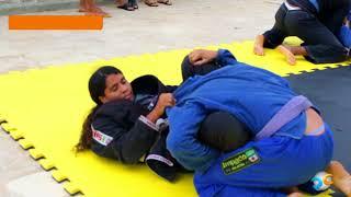 Treino de jiu jitsu ao ar livre na beira mar de Camocim