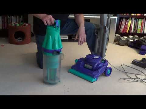 How to Clean a Dyson DC 07 Filter - Cleaning a Dyson