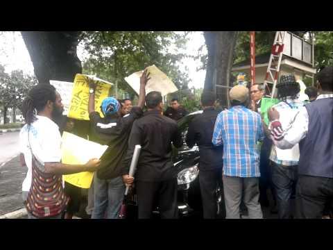 Mahasiswa Papua Hadang mobil delegasi MSG di Hotel Borobudur, Jakarta