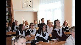 Элиссан Шандалович провел открытый урок в родной школе