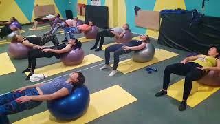 Пилатес на фитболах. Тренировки в студии фитнеса FIT-POINT