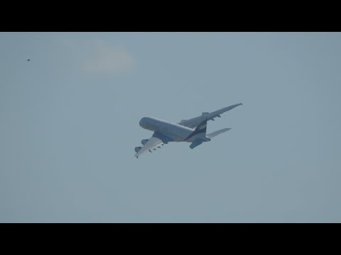 Aankomst en vetrek van de Airbus A380 Emirates op Luchthaven Schiphol Amsterdam