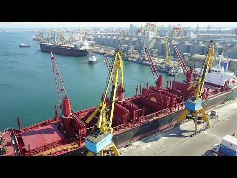 Loading 30.000 tons of steel billets in berth 44
