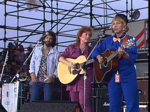 Bonnie Raitt & Rickie Lee Jones - Angel From Montgomery (Live at Farm Aid 1985)