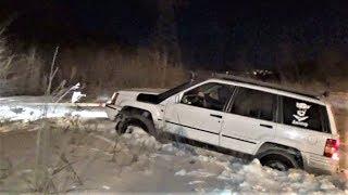 Jeep Cherokee, Grand Cherokee, Нивы и УАЗ Патриот по снегу в ночном лесу.