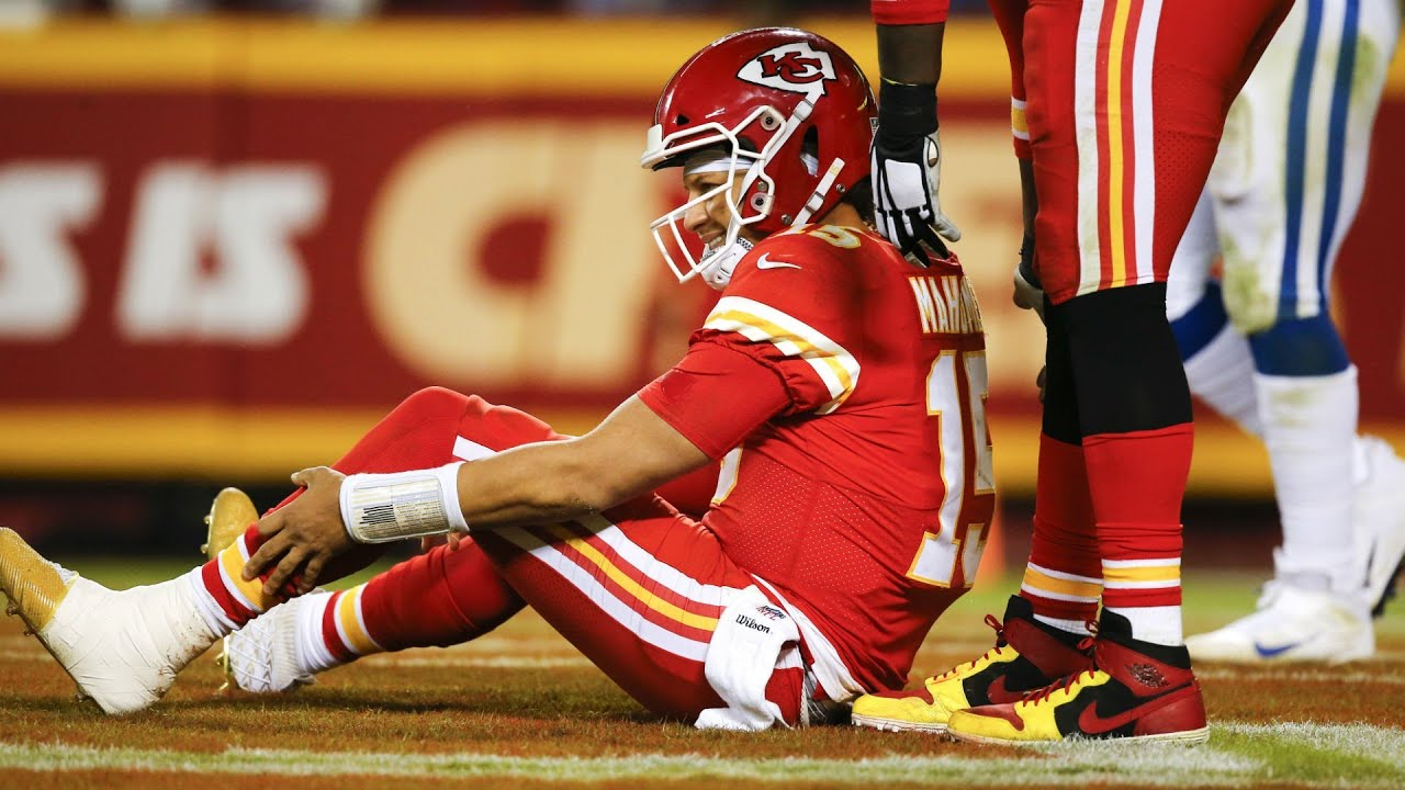Patrick Mahomes Possible Knee Injury Cheifs Vs Colts