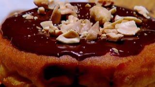 دونات الشوكولاته وزبدة الفول السوداني - غادة التلي