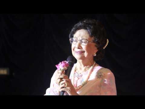 Tun Dr. Siti Hasmah Singing - Gubahanku