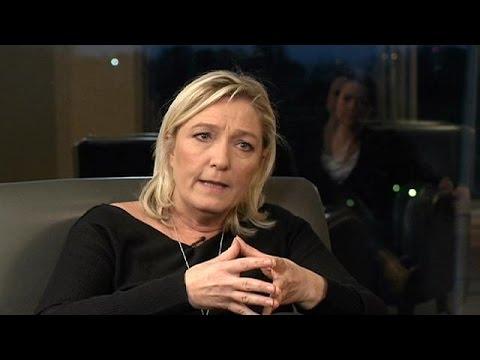 """Marine Le Pen, présidente du FN : """"Je suis là pour sauver la peau du peuple francais"""""""