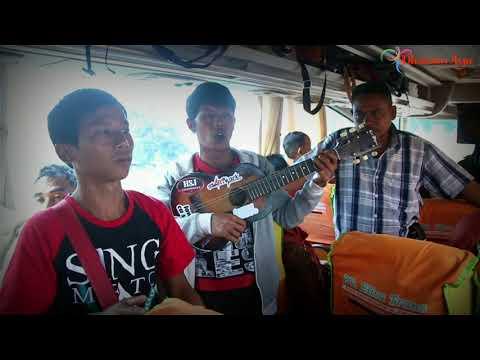 Pengamen Sunda Ini Menghipnotis Penumpang Bus Tertawa