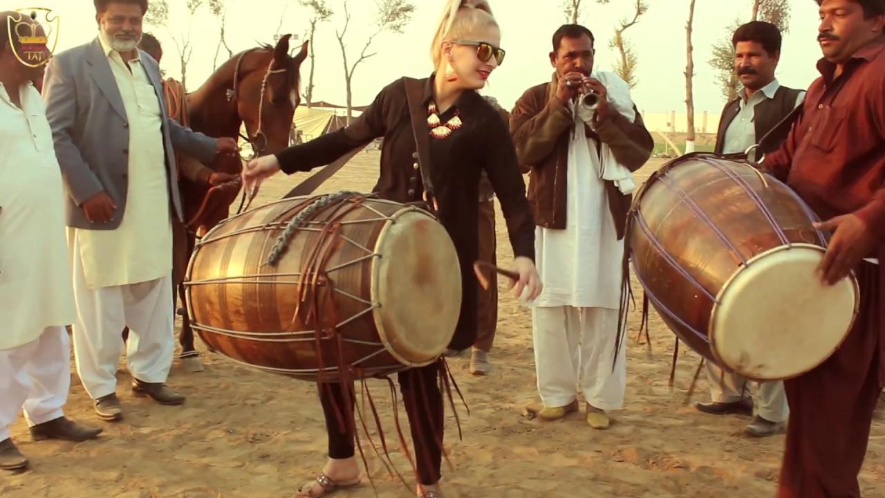RANI TAJ - A Dhol Jam in Punjab, Pakistan
