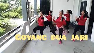 "Viral!!! ""Goyang dua jari"" by Sandrina// with uki tea, Dian studio Bekasi MP3"