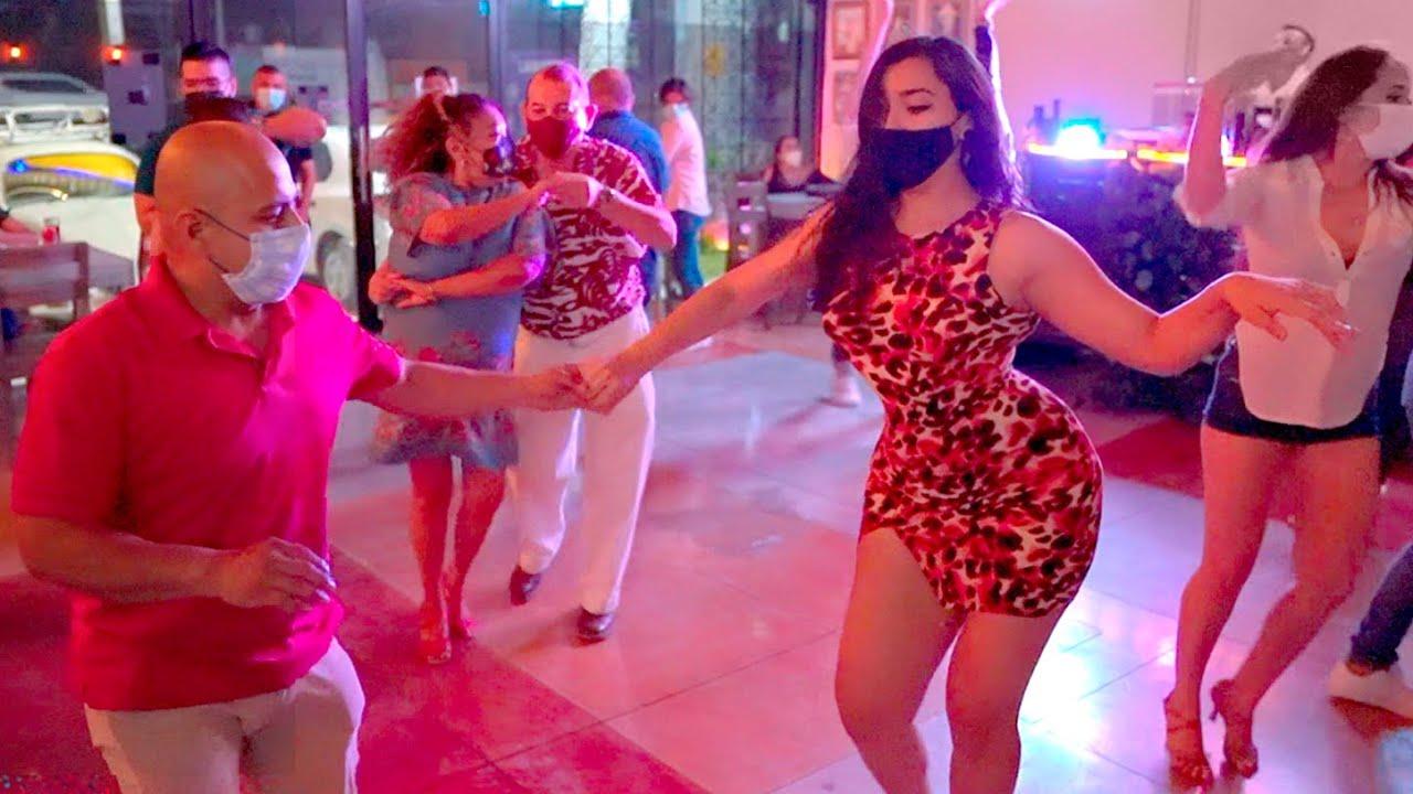 Bailando Salsa en México - Ella Menea   La Perdida 2021 #bailandosalsa