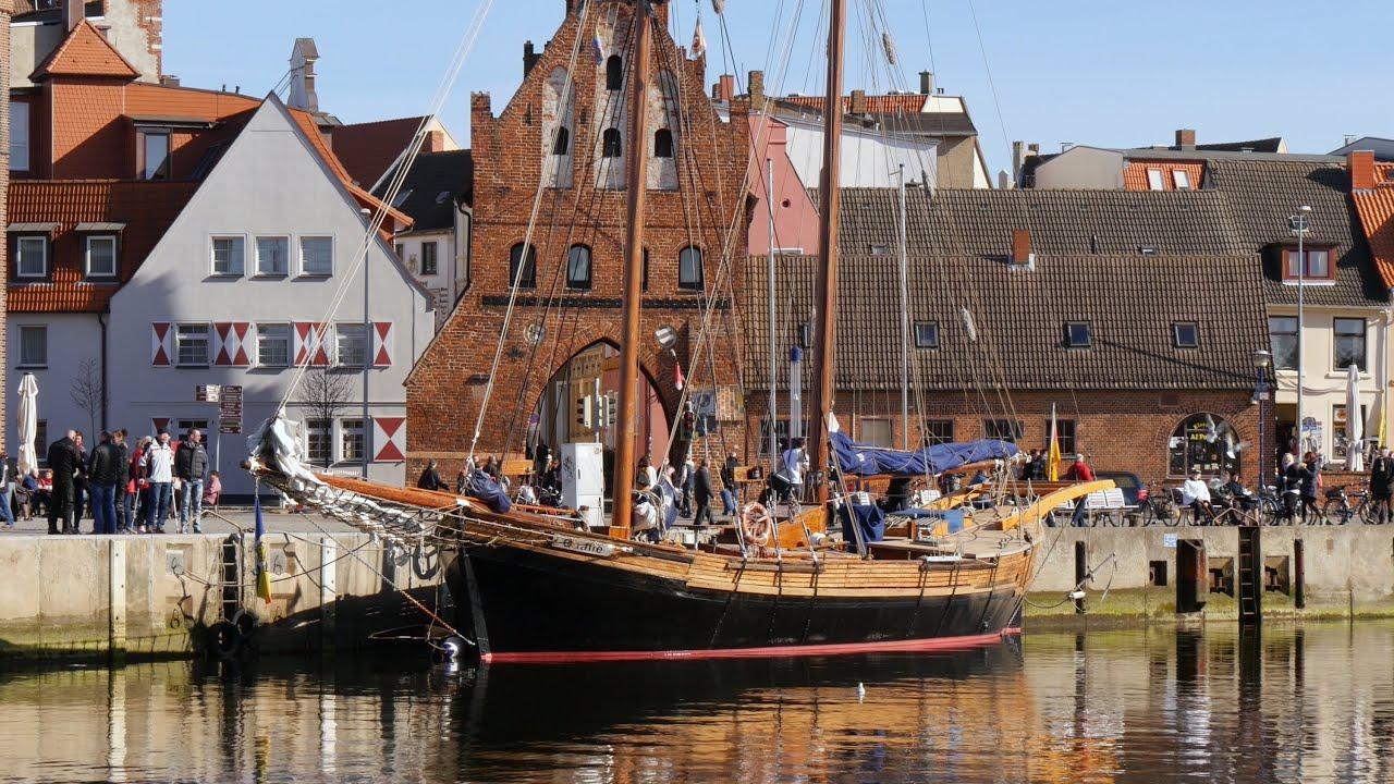 wismar germany alter hafen old harbor qualle segelschiff sailship 4k uhd video image. Black Bedroom Furniture Sets. Home Design Ideas