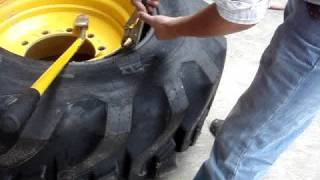 Backhoe tire dismounting 19.5 L-24