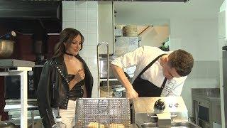 Aleksandru smo odveli u kuhinju i saznali da NE ZNA DA KUVA, jednu stvar nam je priznala