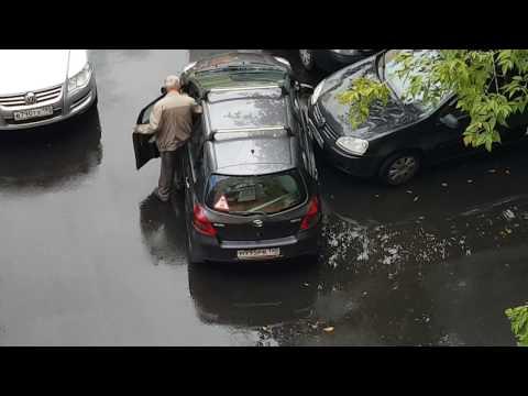 Смотреть Дед жжёт! Оригинальный выезд с парковки! онлайн
