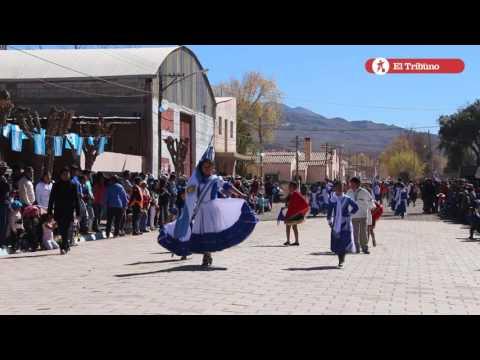 Acto y desfile por el Dia de la Bandera en Huacalera
