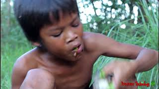 Primitive Technology - Eating delicious - Awesome cooking fish on a rock in forest