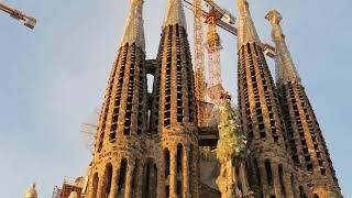 サグラダ・ファミリア 生誕のファサード Sagrada Familia Tower on the ...