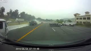 Tai nạn kiểu gì mà kinh khủng thế này, tan nát hết cả xe