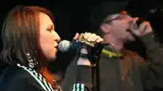 Ovo je singl koji najavjluje njihov četvrti studijski album. www.el...