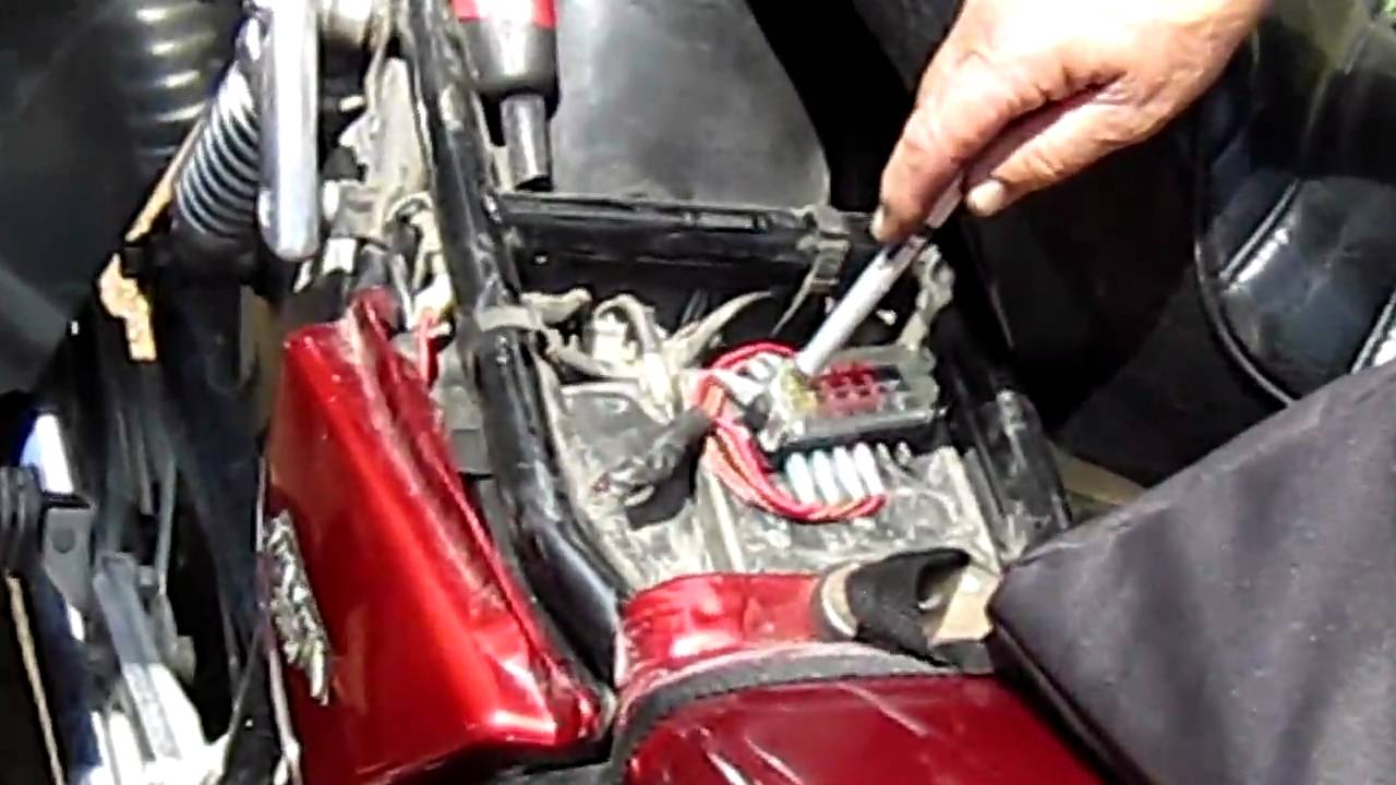 redone fuse block on a yamaha maxim xj youtube  [ 1280 x 720 Pixel ]