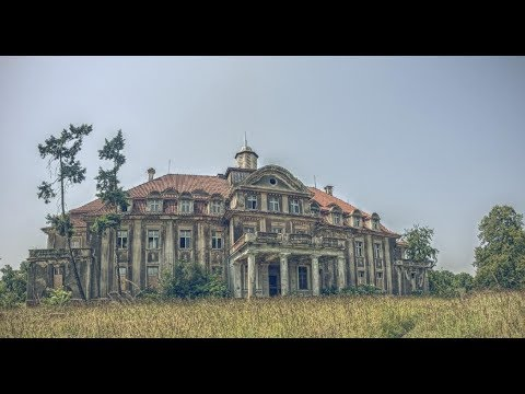 Exploring an Incredible Abandoned Palace in a small Polish Town