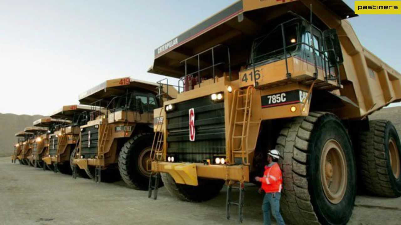 unseen pics of the world u0027s biggest truck caterpillar 797f youtube