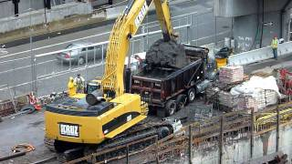Repeat youtube video CAT 385C  excavator loading a dump truck [HD]