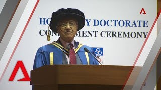 Malaysian PM Mahathir accepts honorary degree from the National University of Singapore