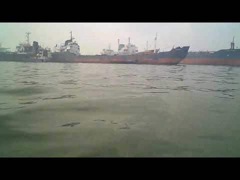 Lagos ship graveyard (bara ett fåtal av flera hundra övergivna båtar i Lagos hamnen)