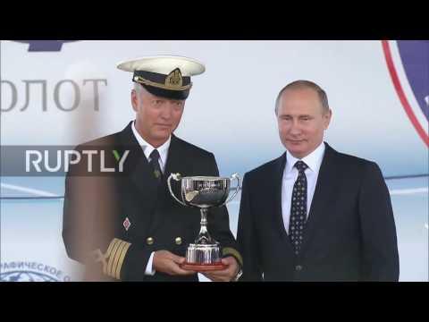 Russia: Putin awards sailors at Black Sea Tall Ships Regatta in Sochi