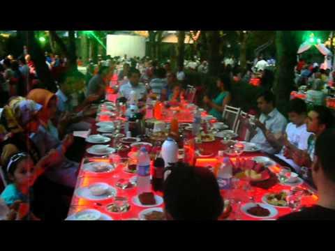 Hüsamettin Elçi'nin Duduzar da iftar yemeğinde gönül dostlarıyla bir arada 1