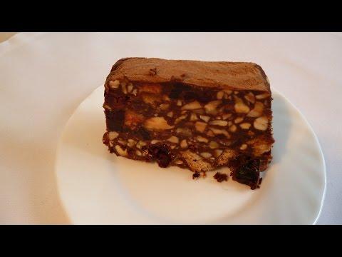 Шоколадный торт с вишней под сметанным кремом.