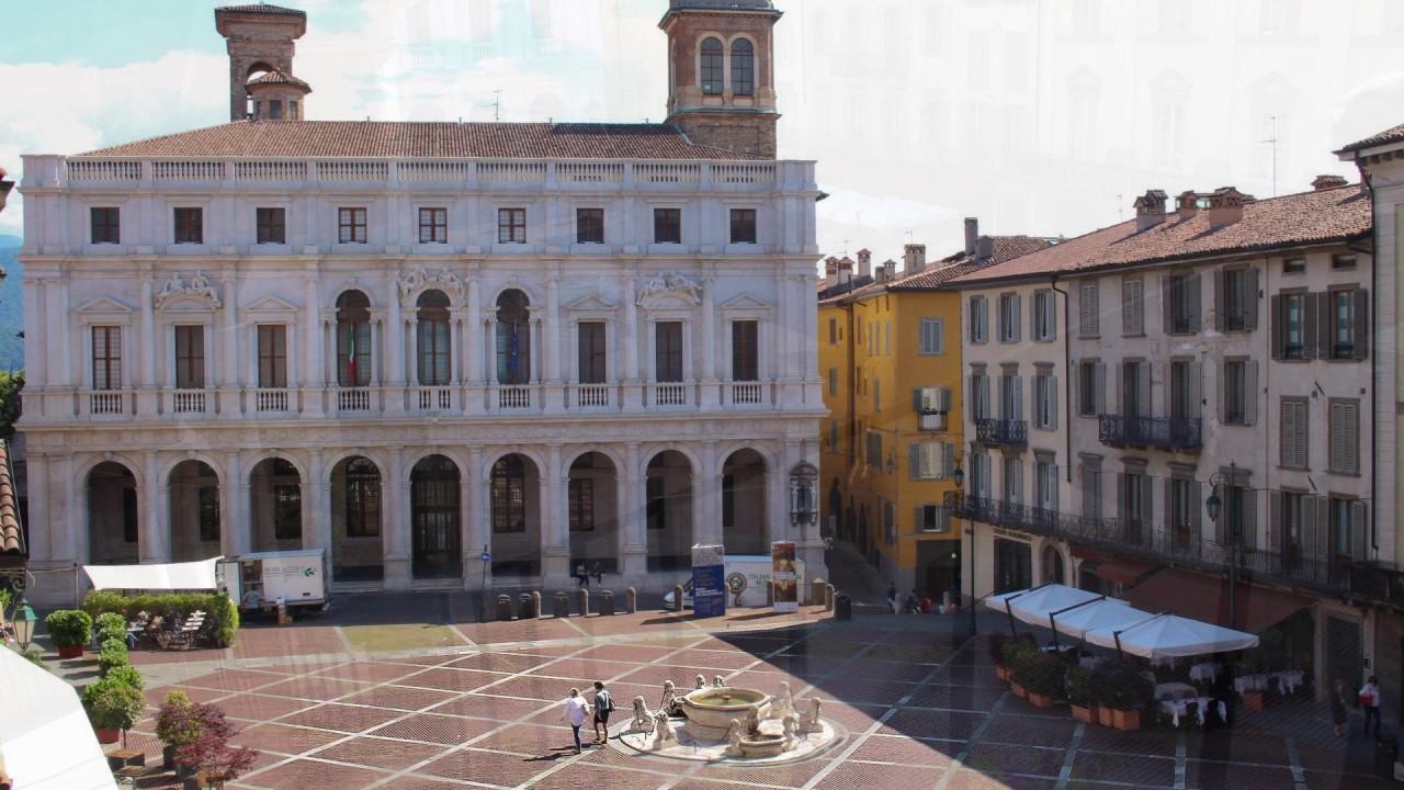 Bergamo Alta movie   -  The old town never stops