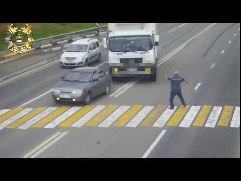 В Невинномысске камера запечатлела едва не случившуюся дорожную трагедию с пешеходом