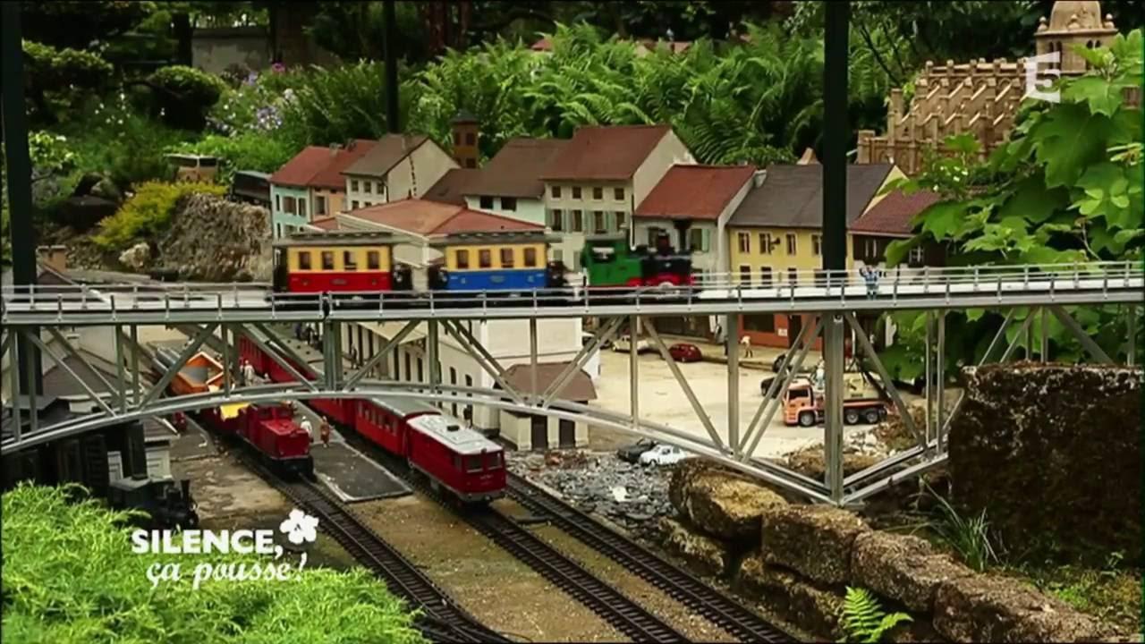 Un jardin de trains miniatures parcouru de 1200 m tres de for Jardin ferroviaire