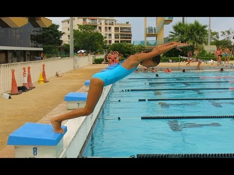 Carla Underwater - How to dive into the water