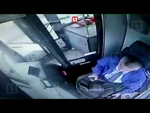 Кадры аварии  автобуса из кабины водителя