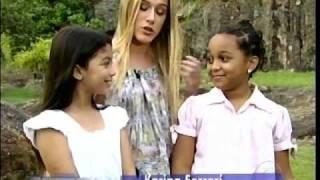 Amanda Azevedo e Karina Ferrari dançando no Vídeo Show