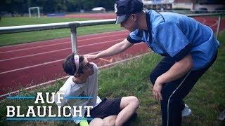 Polizist wird von Fußballspieler angegriffen! | AUF BLAULICHT