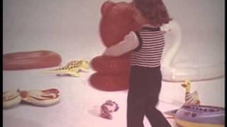 Советская реклама: надувные игрушки.(Реклама игрушек из полихлорвинила., 2011-01-14T10:27:54.000Z)