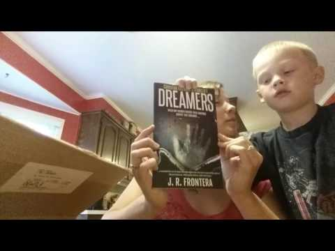 Unboxing the convention exclusive Dreamers paperbacks! (science fiction short stories)