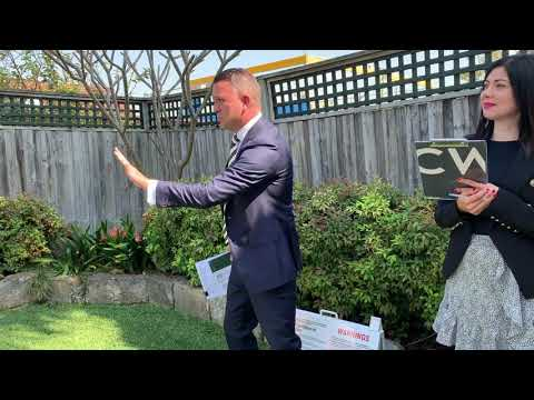 Lively auction in Lilyfield