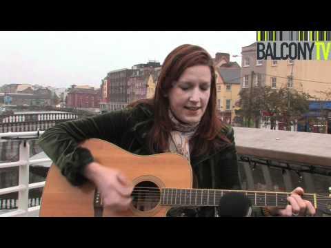 LYNDA CULLEN - OLD FASHIONED WIFE (BalconyTV)