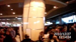 Day 2 Hell in Moscow airport Domodedovo - part2 - hell at registration desc.MOV(27.12.2010 - вернулись в аэропорт в надежде улететь снова...наш рейс регистрируют.. но в целом Ад продолжается...., 2010-12-27T11:38:43.000Z)